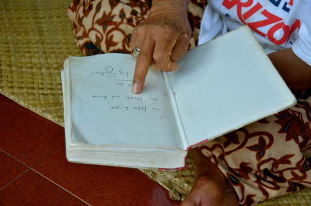 Ketut Liyer holding book