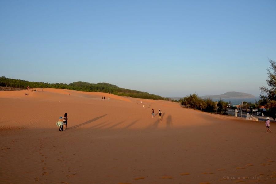 Mui Ne Red Sand Dunes sandboarding sledding