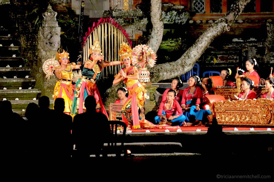 Legong dance night show Ubud