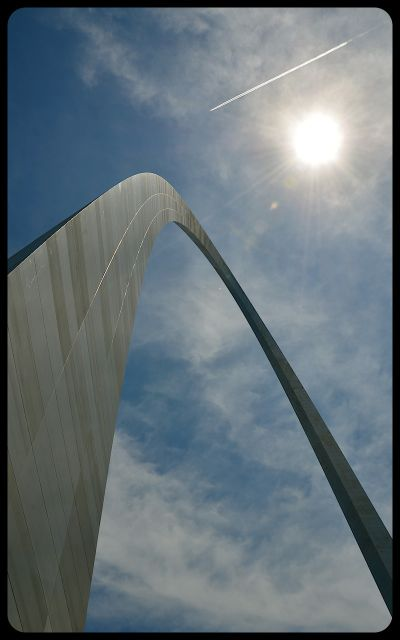 Gateway Arch, Missouri, with sun overhead