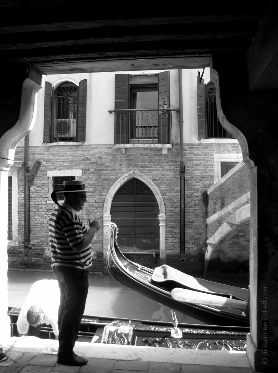 Gondolier Venice black and white