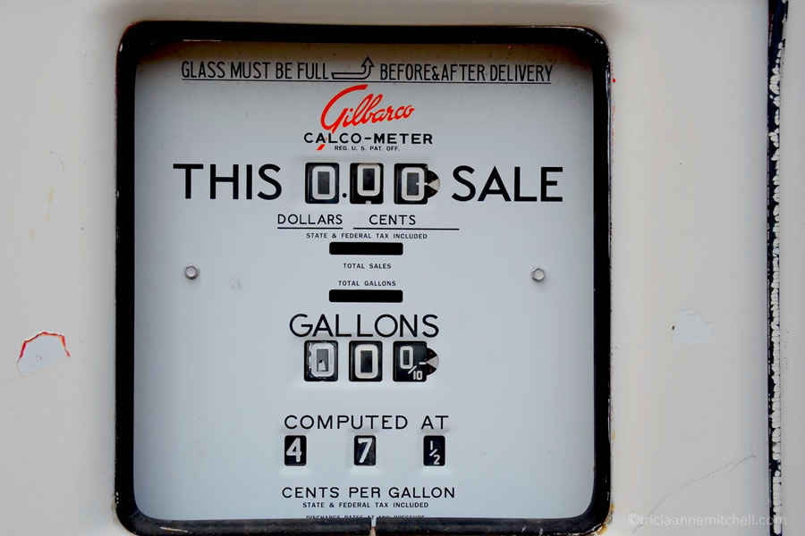 old-fashioned gas pump meter at Route 66 gas station Arizona.jpg