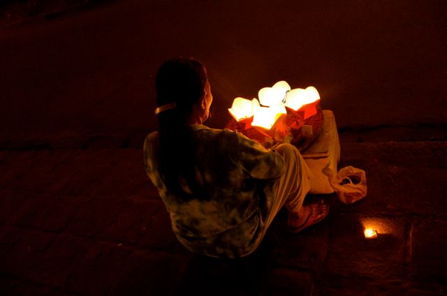 woman selling luminaries in Vietnam