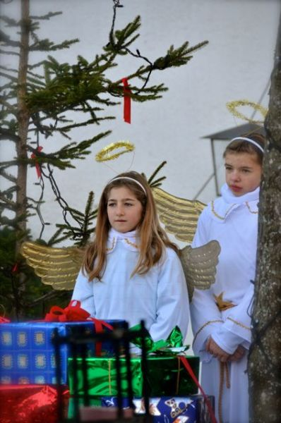 girls dressed as angels in Oberammergau Germany