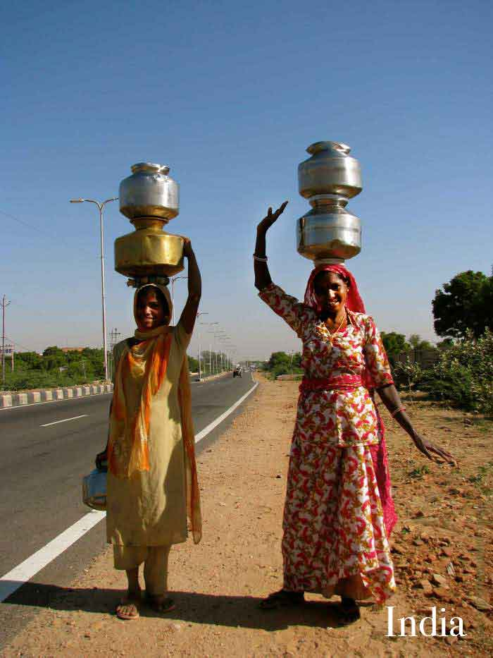 balancing-act-india-women-carrying-water-rajasthan