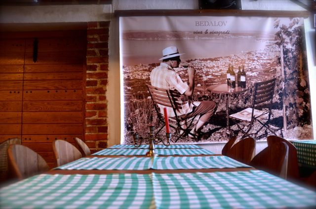 Vagabundo interior in Kastela Croatia - picture of man on wall and tables