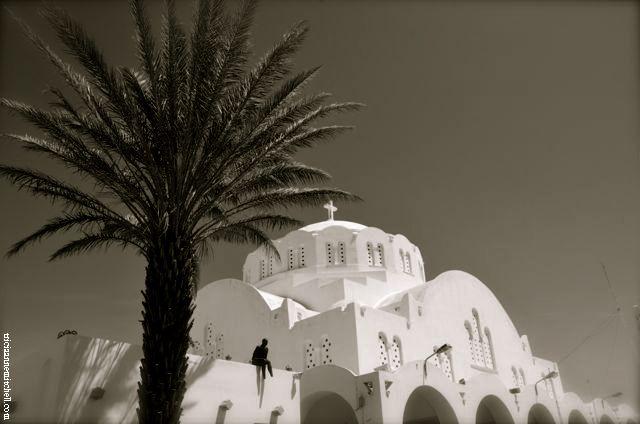 bw white church santorini
