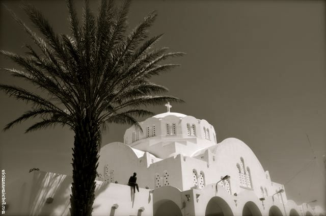 bw white church santorini