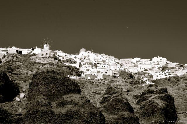 santorini-in-black-and-white167a