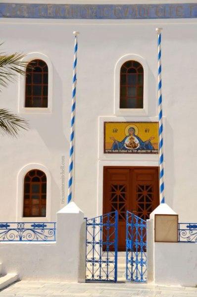 Oia-church-on-Santorini-