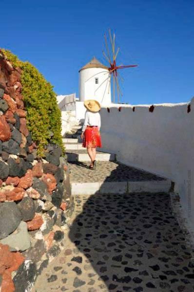 Oia-walkway-Santorini
