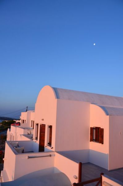 Santorini apartment at sunrise Imerovigli1