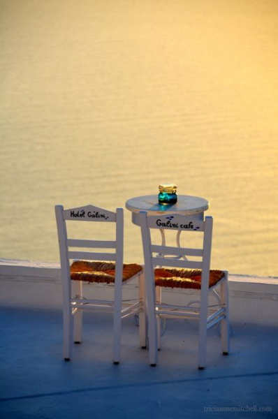 Santorini-cafe-chairs-at-sunset-a