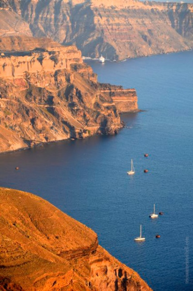 Santorini-caldera-at-sunset1a