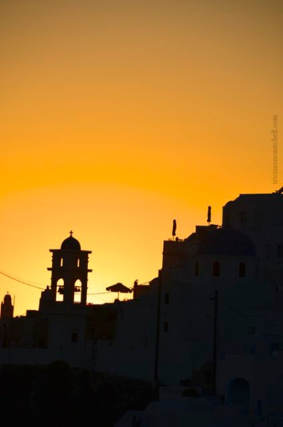 santorini-church--and-silhouettes-at-sunset