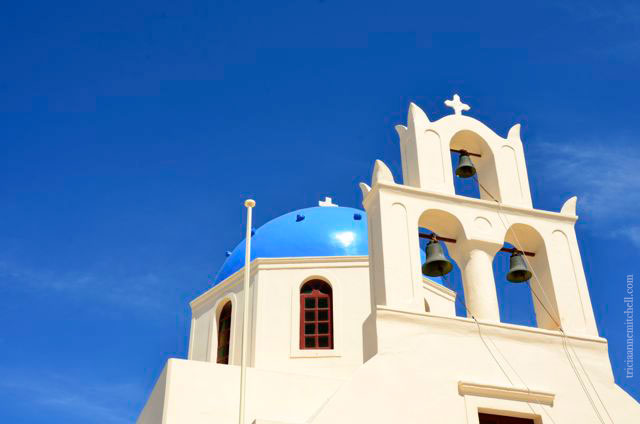 Santorini-church-in-Oia-1