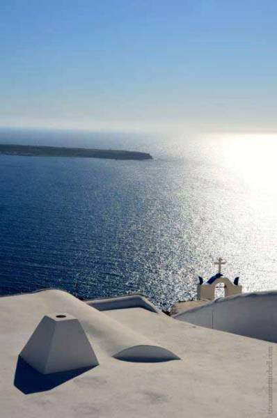 Santorini-Oia-sparkling-water