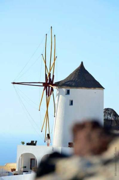 Santorini-Oia-windmill