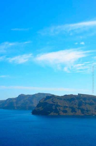 Oia-Santorini-caldera
