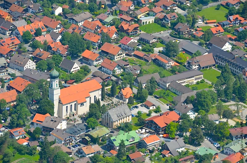 Oberammergau hotels, Peter and Paul Church and homes