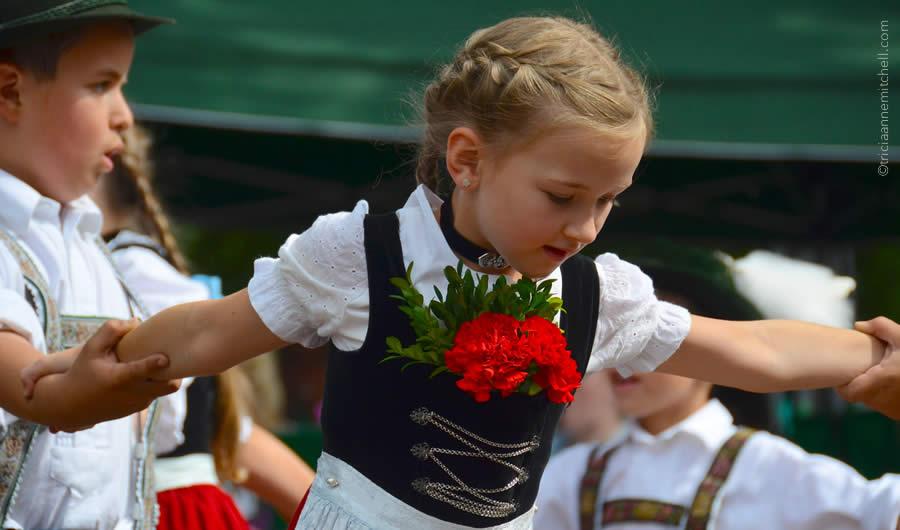 Schuhplattler german folk dance Oberammergau 10