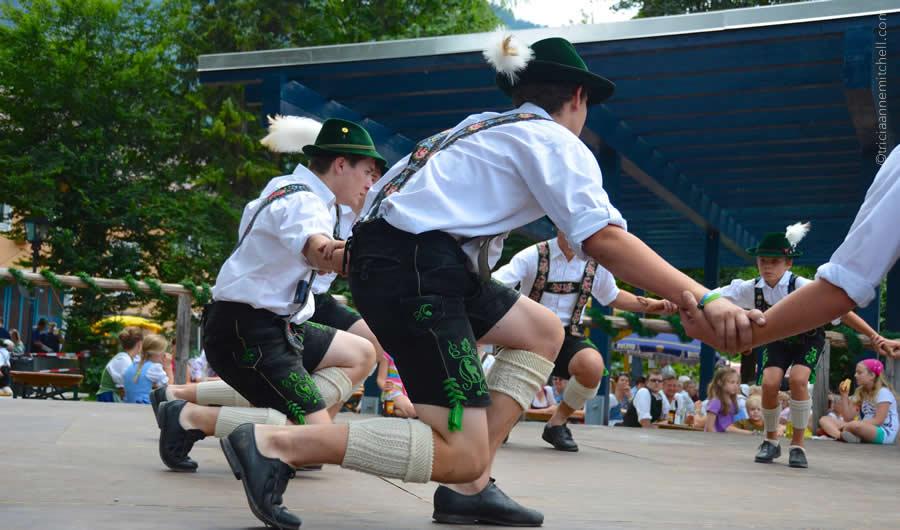 Schuhplattler german folk dance Oberammergau 13