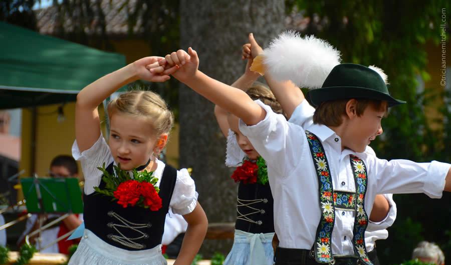 Schuhplattler german folk dance Oberammergau 16