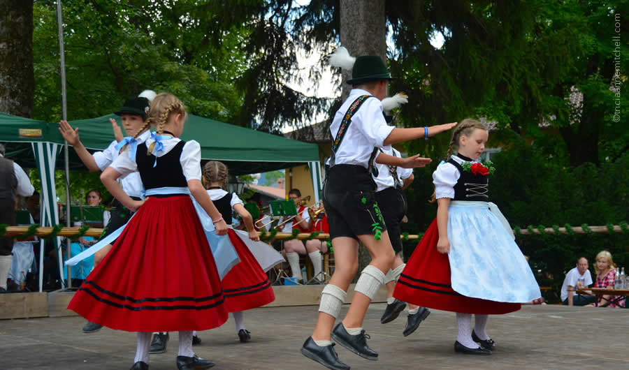 Schuhplattler german folk dance Oberammergau 17