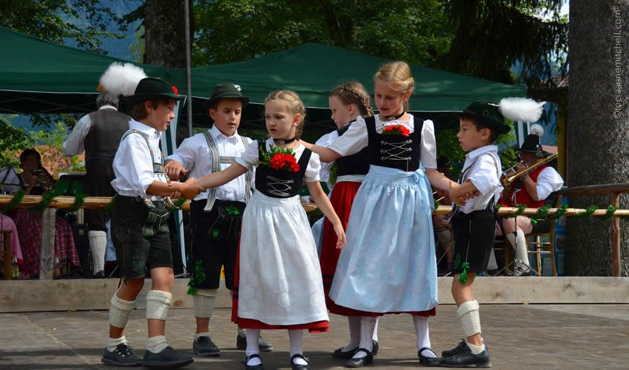 Schuhplattler german folk dance Oberammergau 3