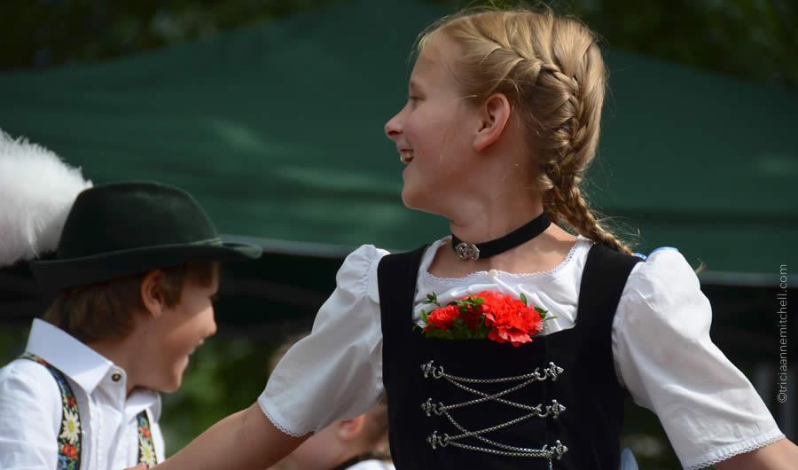 Schuhplattler german folk dance Oberammergau 4