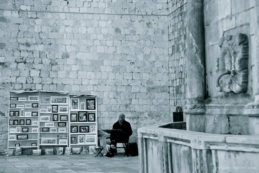 Dubrovnik-Great-Onofrio-Fountain-Architecture-Artist-Selling-Paintings