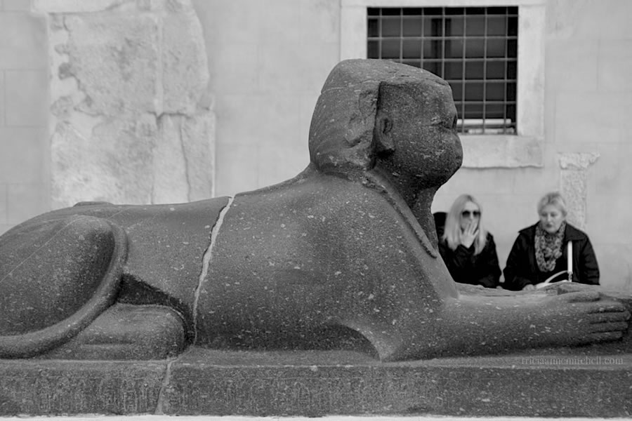 Egyptian-Sphinx-Split-Peristyle