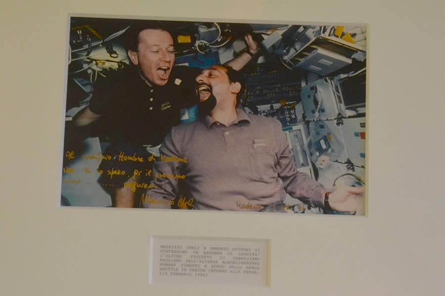 Astronauts eating Parmigiano Reggiano Hombre Modena