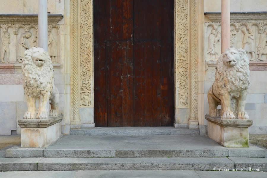 Duomo di Modena Cathedral lions