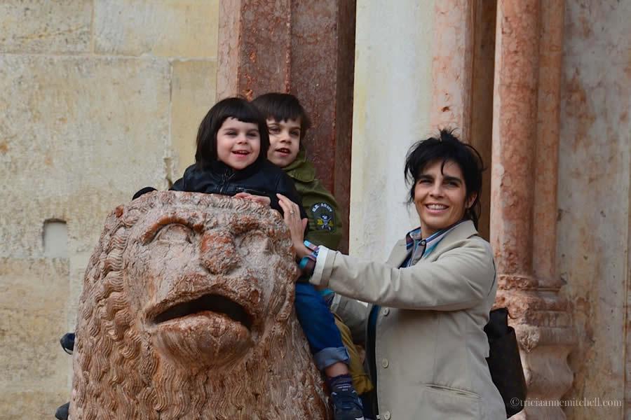 Duomo di Modena Lions Children Playing