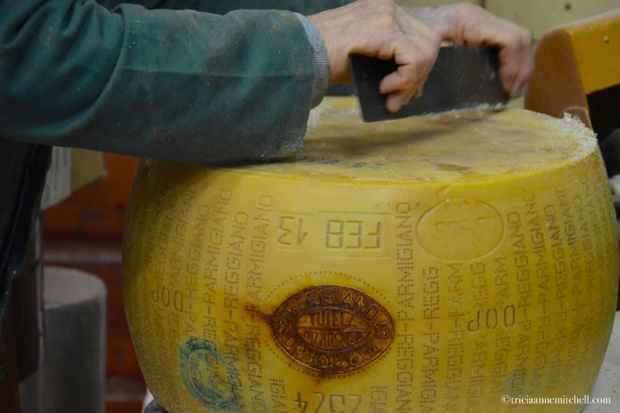 Hombre Parmigiano-Reggiano Production Modena