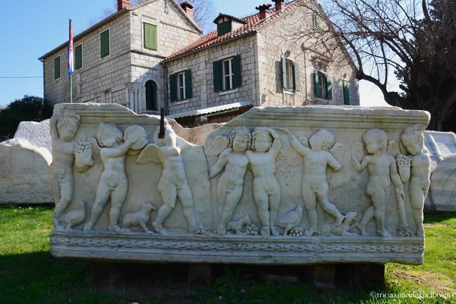 Salona Sarcophagus Tomb Cherubs