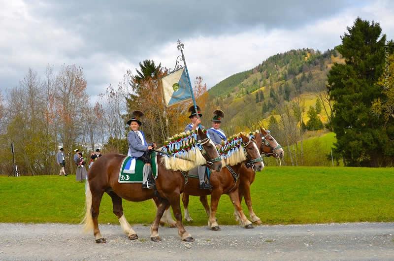 Leonhardiritt horse blessing in Unterammergau 2