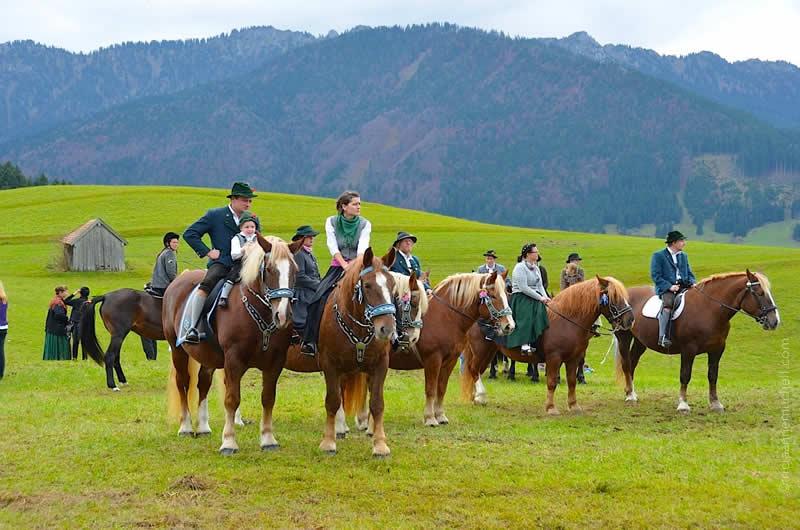 Leonhardiritt horse blessing in Unterammergau