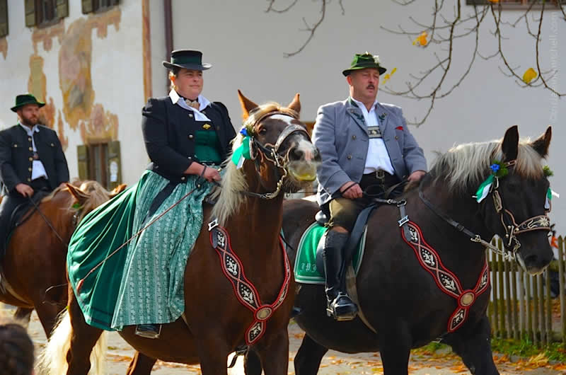 Leonhardiritt parade in Unterammergau couple riding horses
