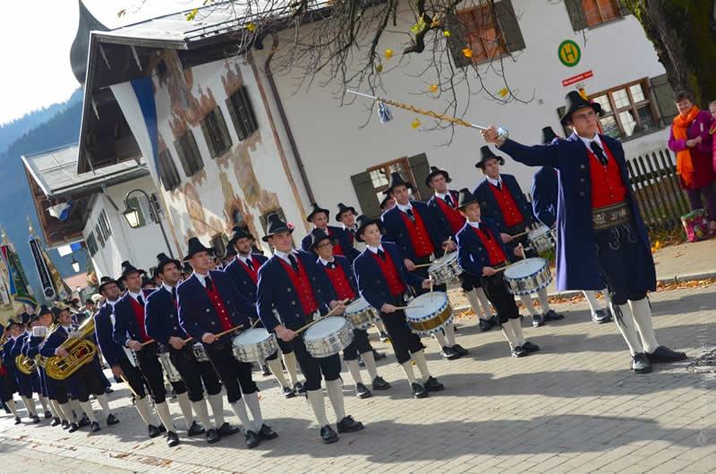 Leonhardiritt parade Oberammergau band in Unterammergau