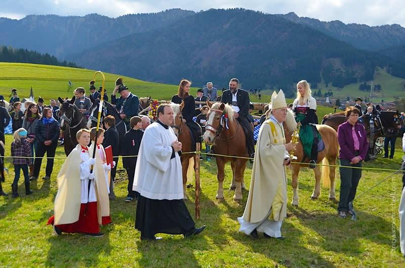 Unterammergau Leonhardiritt horse blessing procession
