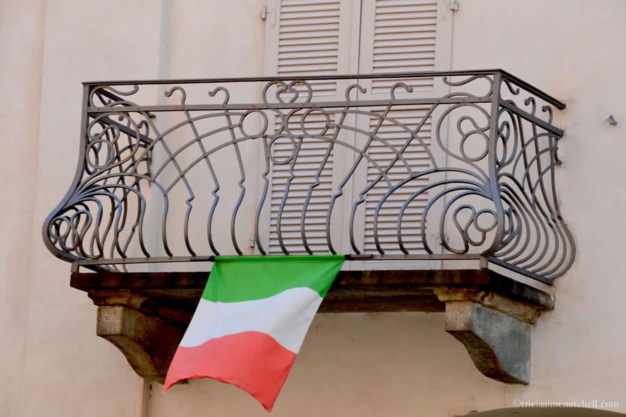 Alba Balcony Italian Flag