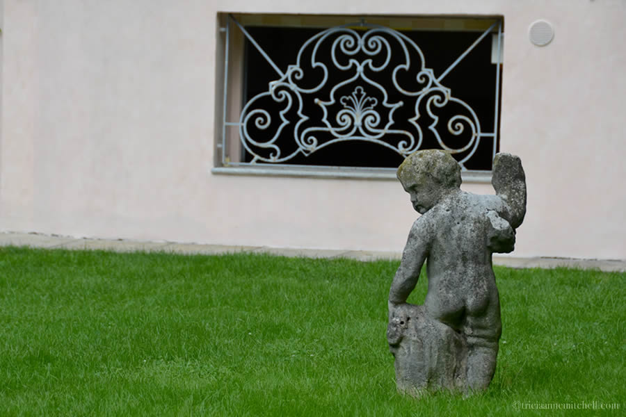 Casa degli Atellani Milan Garden Statue