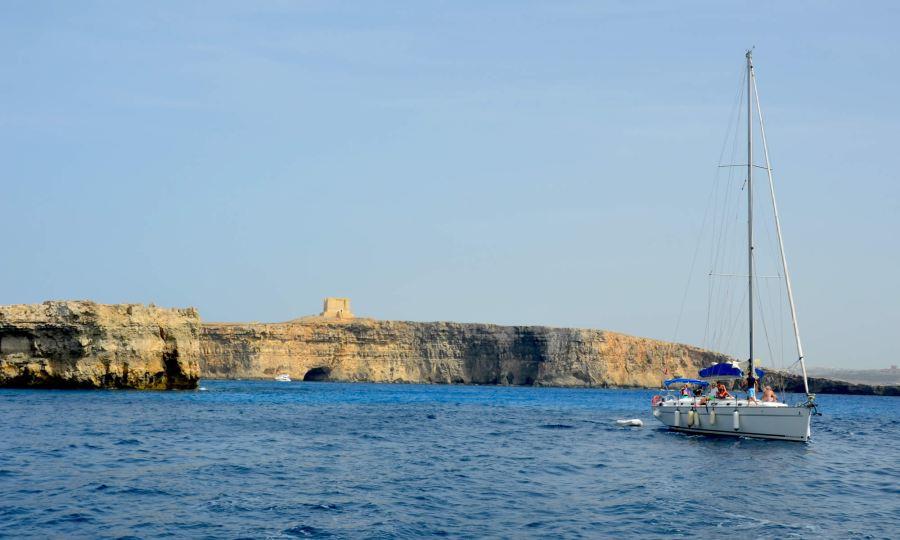 sailing-day-charter-malta-comino