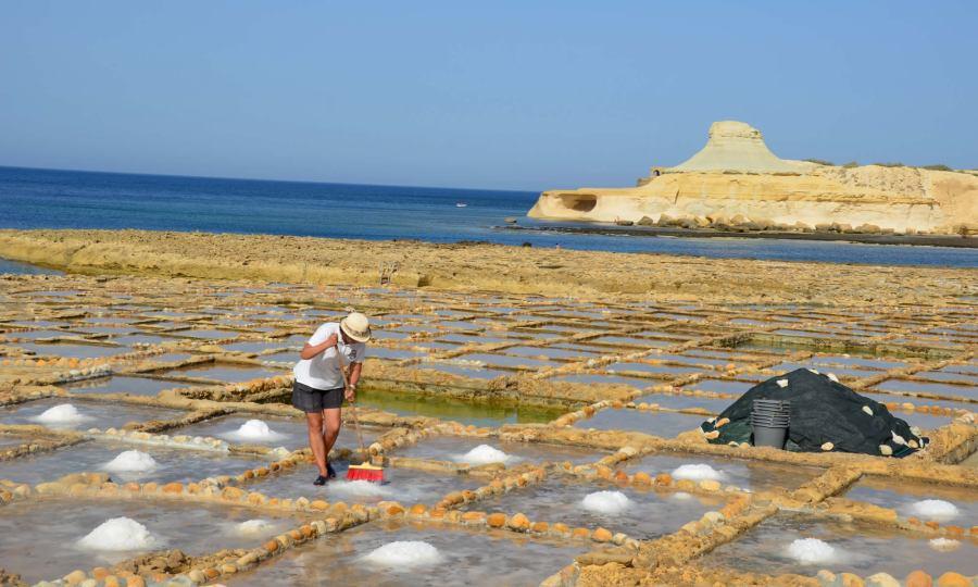 harvesting-sea-salt-gozo-malta-salt-pans
