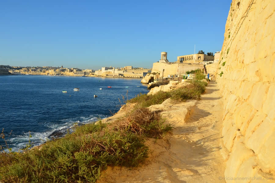 valletta-malta-walk-outside-fortifications