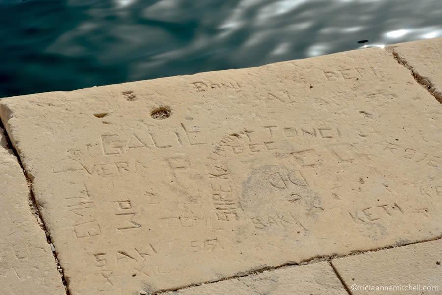brac-limestone-graffitti-pucisca-stonemasonry-school