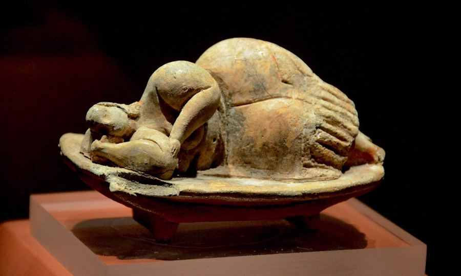 sleeping-lady-statue-found-in-hypogeum-temple-malta-archaeology-museum