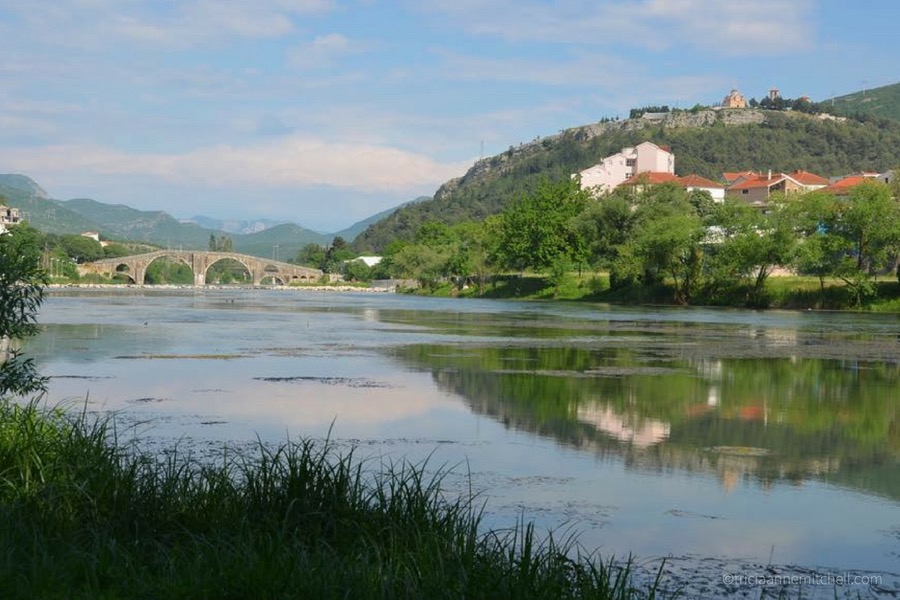 In Trebinje, the 16th-century Arslanagic Bridge spans the River. Up on the hill is the Hercegovačka Gračanica Monastery.